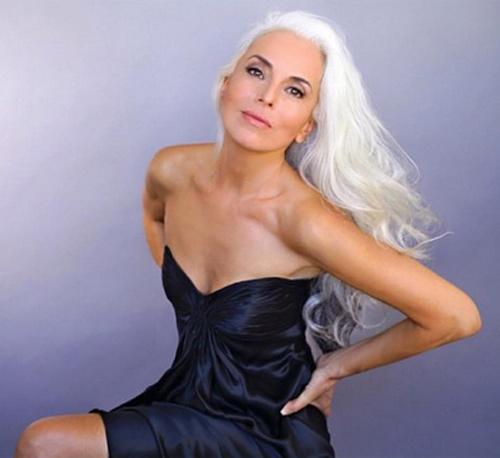 Người mẫu 60 tuổi sexy, trẻ đẹp khó tin nhờ rau hữu cơ - 7