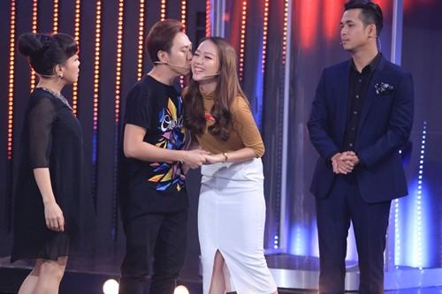 Trấn Thành hôn tình cũ trên sóng truyền hình - 4