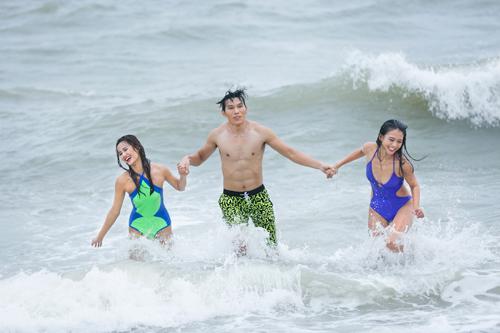 Bộ 3 quán quân Next Top Model gợi cảm với bikini - 5