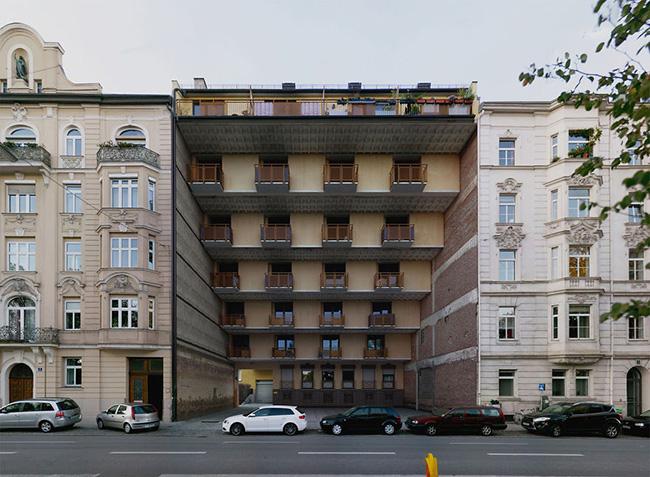 """Trong khi những tòa nhà khác luôn hướng tới sự tiên tiến nhất thì khu chung cư & nbsp; """" thụt lùi """"  một cách kì dị."""