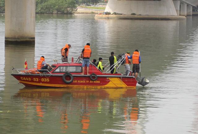 Vụ bắn người ở Đà Nẵng: CA lặn sông tìm súng của nghi phạm - 3