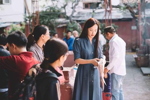 Maya đi chùa cầu an cùng mẹ con Trang Trần - 7