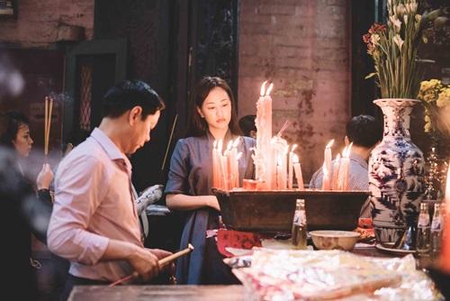 Maya đi chùa cầu an cùng mẹ con Trang Trần - 5