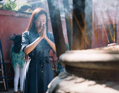 Maya đi chùa cầu an cùng mẹ con Trang Trần - 4