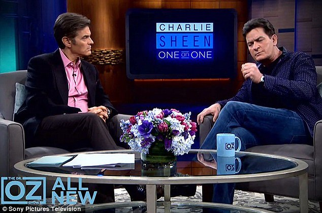 Charlie Sheen sẽ 'chết nhanh hơn' vì ngưng thuốc trị HIV - 1