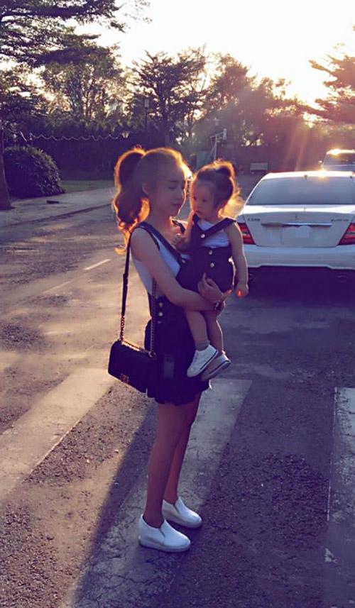 8 cặp mẹ con sao Việt sở hữu gu thời trang cực 'chất' - 1