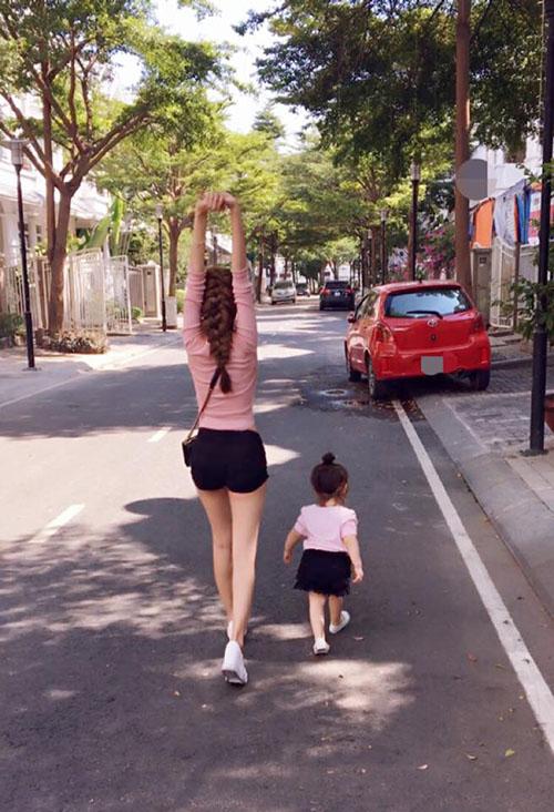 8 cặp mẹ con sao Việt sở hữu gu thời trang cực 'chất' - 3