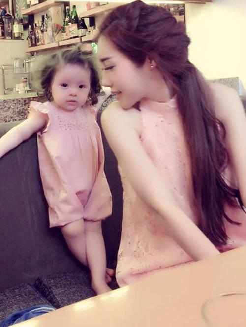 8 cặp mẹ con sao Việt sở hữu gu thời trang cực 'chất' - 4