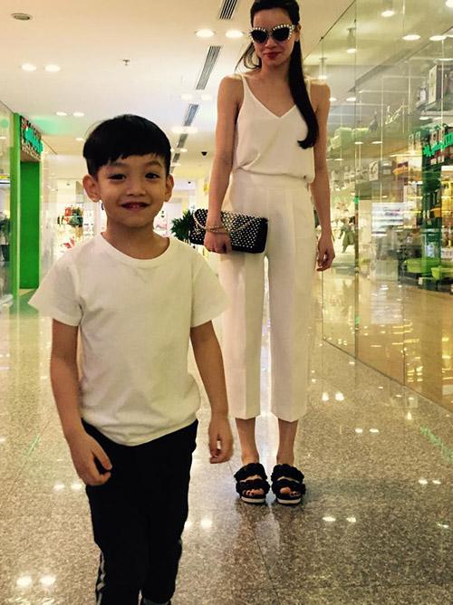 8 cặp mẹ con sao Việt sở hữu gu thời trang cực 'chất' - 8