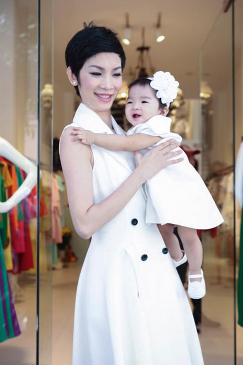 8 cặp mẹ con sao Việt sở hữu gu thời trang cực 'chất' - 13