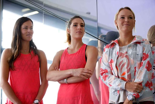 (Australian Open 2016) Trong khi đó các tay vợt nữ như Ivanovic, Petkovic và Wozaniacki lại góp mặt ở một buổi tập aerobic.