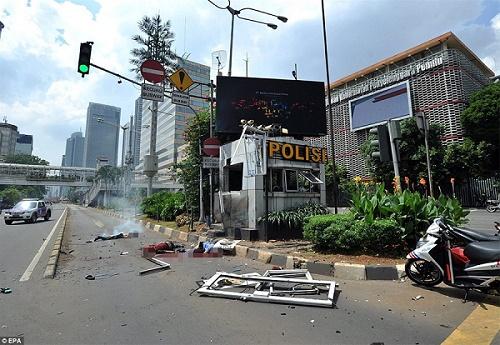 Malaysia báo động cao nhất sau vụ khủng bố ở Jakarta - 1