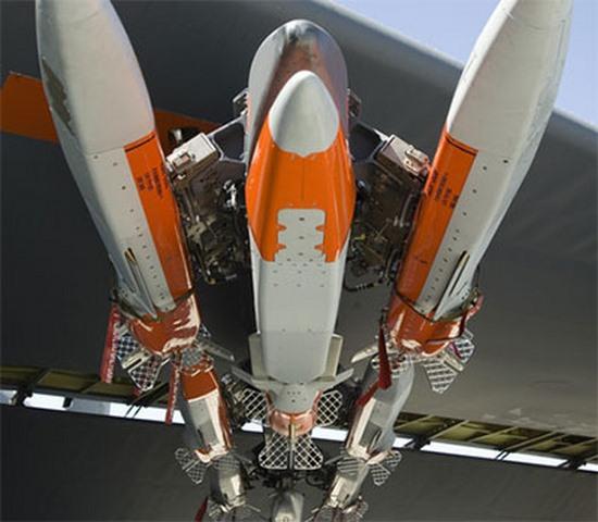 Mỹ trang bị vũ khí thông minh cho pháo đài bay B-52 - 2
