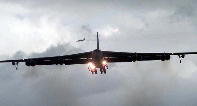 Mỹ trang bị vũ khí thông minh cho pháo đài bay B-52 - 1