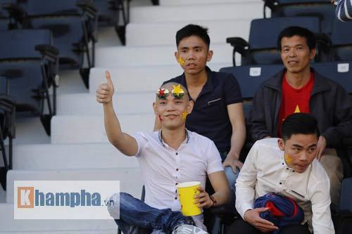 CĐV đội… mũ cối vào sân cổ vũ U23 Việt Nam - 8