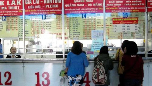 Không mua được vé xe, nhiều người lo phải đón Tết ở Sài Gòn - 1