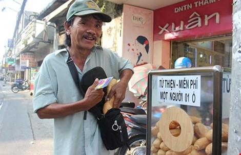 Tủ bánh mì miễn phí giữa Sài Gòn - 2
