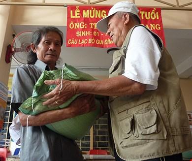 Tủ bánh mì miễn phí giữa Sài Gòn - 4