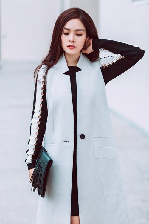 Dương Cẩm Lynh khoe vẻ đẹp rạng rỡ vượt thời gian - 1