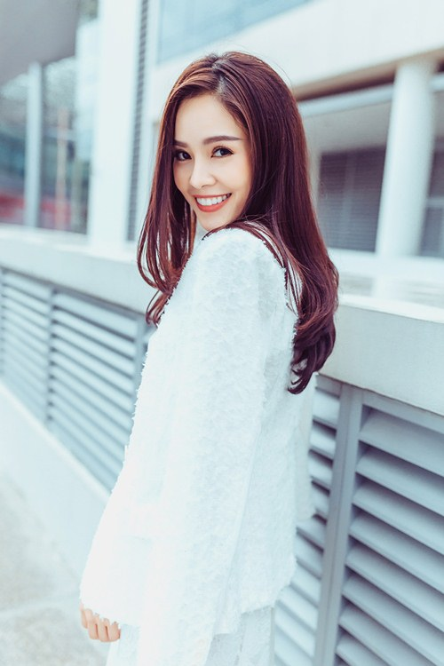 Dương Cẩm Lynh khoe vẻ đẹp rạng rỡ vượt thời gian - 12