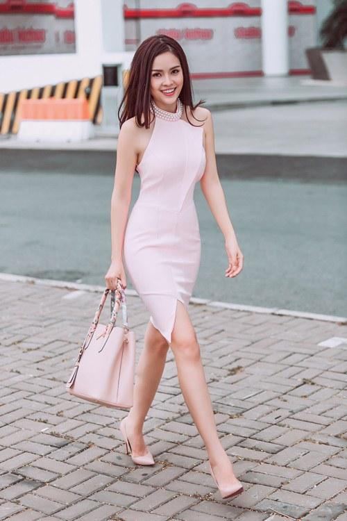 Dương Cẩm Lynh khoe vẻ đẹp rạng rỡ vượt thời gian - 15