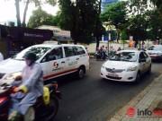 Thị trường - Tiêu dùng - TP.HCM: Giá xăng lao dốc, cước taxi giảm... vài đồng