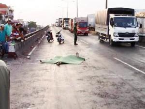 Tin tức trong ngày - TPHCM: Truy tìm phương tiện cán chết người đi bộ qua đường