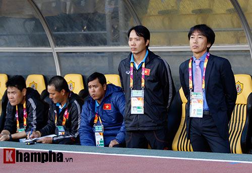 """U23 Việt Nam: HLV Miura """"bực mình"""" với trợ lý - 3"""