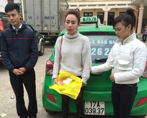 CSGT Bắc Giang bắt nhóm nữ quái đi taxi, giấu ma túy - 1