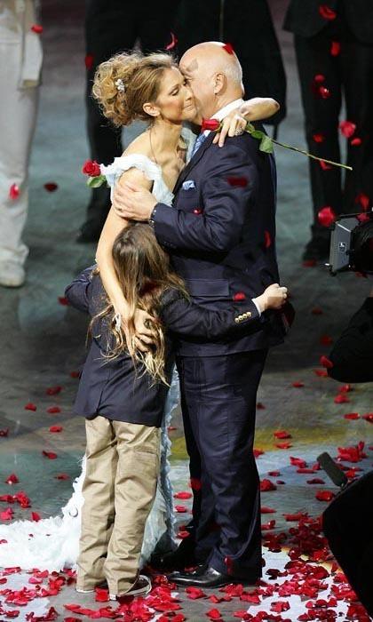 Những cột mốc mối tình 'bất tử' của vợ chồng Celine Dion - 10