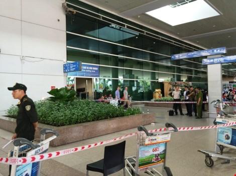 Người nước ngoài rơi từ tầng 2 sân bay Tân Sơn Nhất - 1