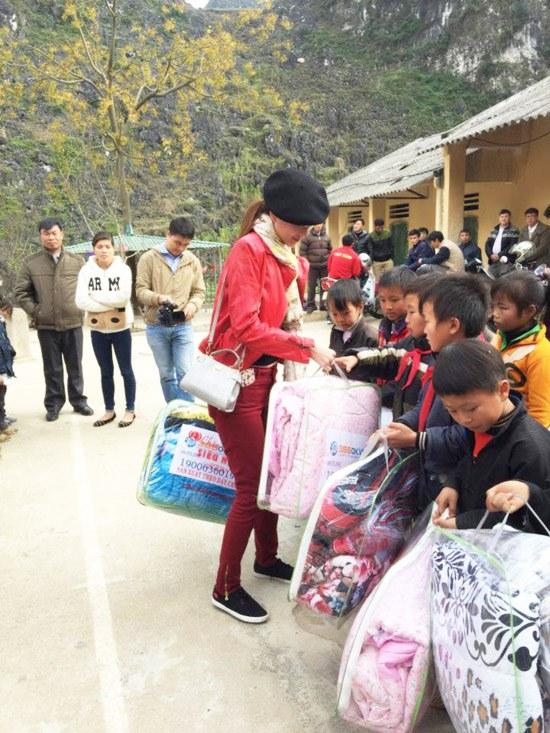 Á hậu Dương Yến Ngọc khởi động năm mới bằng từ thiện - 2