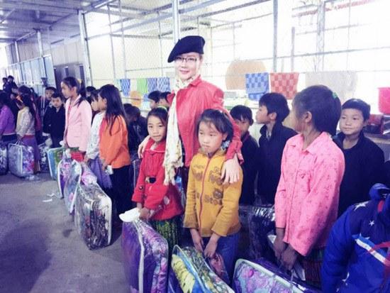 Á hậu Dương Yến Ngọc khởi động năm mới bằng từ thiện - 3