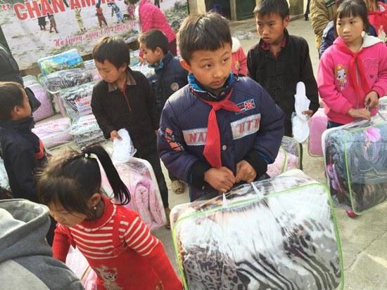 Á hậu Dương Yến Ngọc khởi động năm mới bằng từ thiện - 7