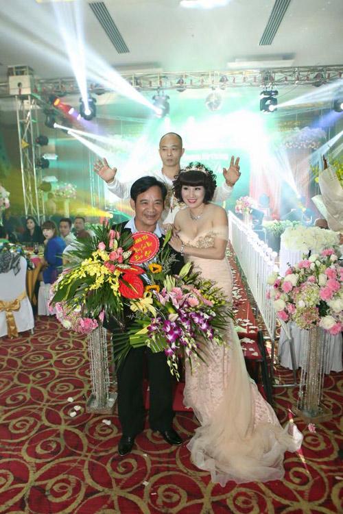 Đại gia Thái Bình chi tiền tỷ mời 50 sao hát mừng vợ - 1