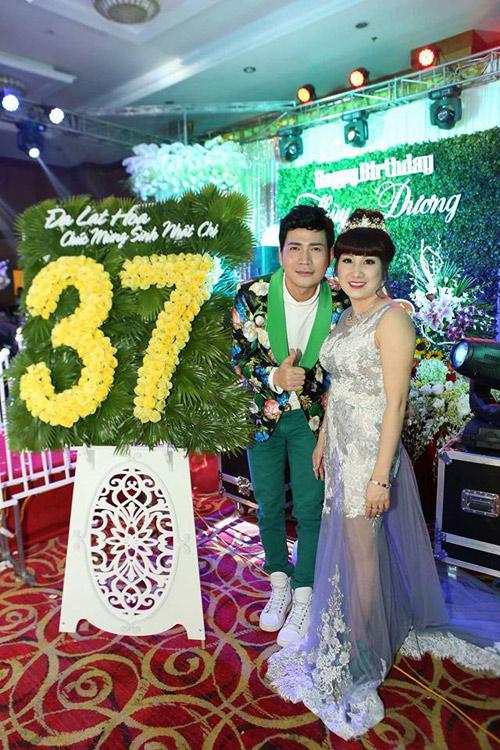 Đại gia Thái Bình chi tiền tỷ mời 50 sao hát mừng vợ - 2