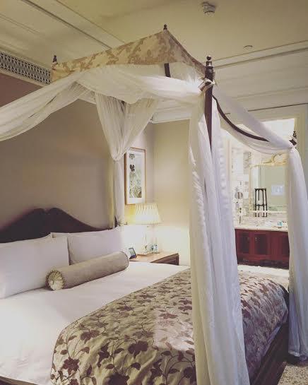 Facebook sao 15/1: Hà Hồ khoe phòng ngủ ở khách sạn 5 sao - 2