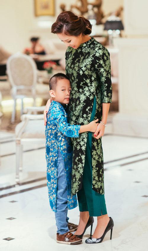 Con trai Vân Hugo hiếu động bên mẹ - 3