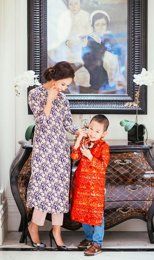 Con trai Vân Hugo hiếu động bên mẹ - 4