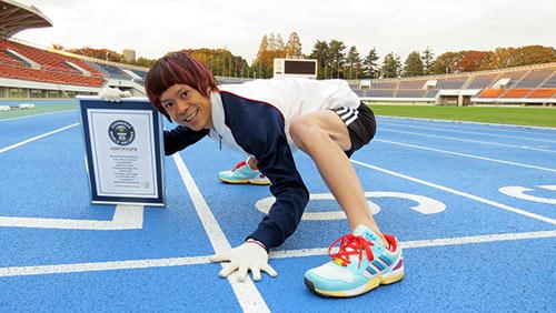 Kỷ lục quái đản: Chạy bằng tứ chi vô địch thiên hạ - 1