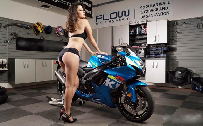 Người đẹp khoe thân hình hoàn hảo bên chiếc Suzuki GSX-R750