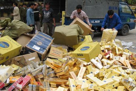 2,1 triệu bao thuốc lá lậu tuồn vào Việt Nam - 1