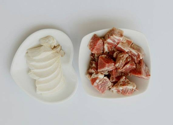 Cuối tuần vào bếp với canh thịt bò hầm nấm thơm ngon - 3