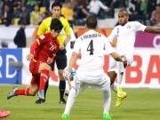 """Bóng đá - U23 VN: Công Phượng """"vùng vẫy"""" trước hàng thủ Jordan"""