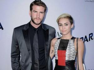 Miley Cyrus thân mật với hôn phu cũ