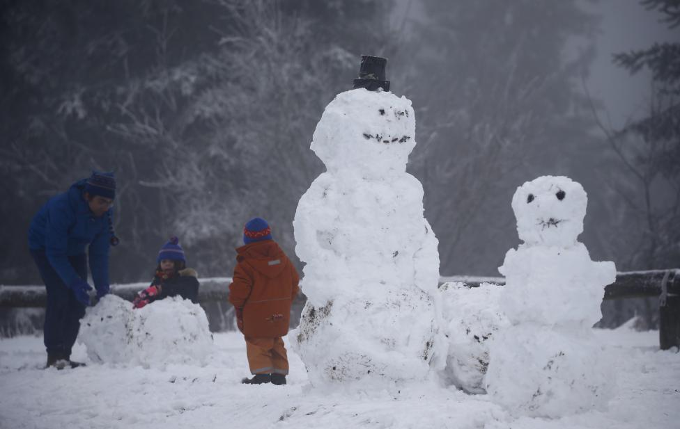 Ngắm mùa đông băng tuyết trắng xóa nhiều nơi trên TG - 4