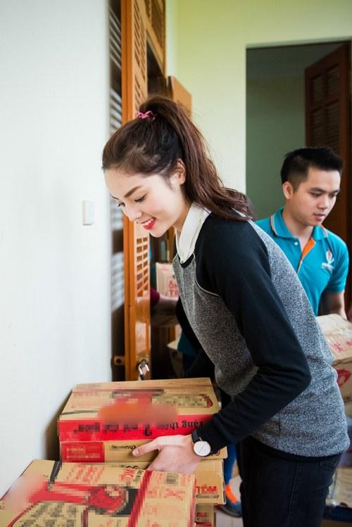 Hoa hậu Kỳ Duyên mặc trang phục dân tộc Thái nhảy sạp - 3