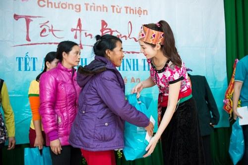 Hoa hậu Kỳ Duyên mặc trang phục dân tộc Thái nhảy sạp - 6