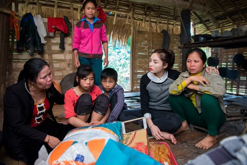 Hoa hậu Kỳ Duyên mặc trang phục dân tộc Thái nhảy sạp - 11