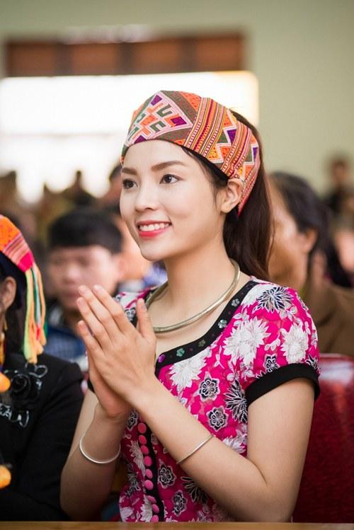 Hoa hậu Kỳ Duyên mặc trang phục dân tộc Thái nhảy sạp - 9